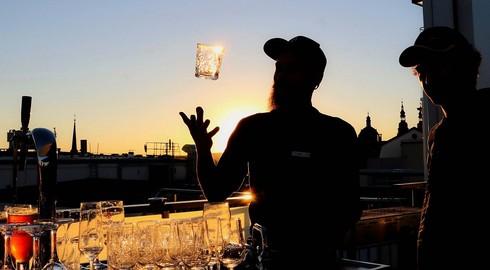 Den Sonnenuntergang im Glas - Urlaub über den Dächern Fuldas
